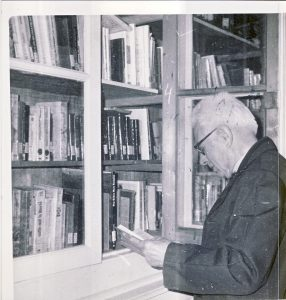 René Barjavel dans le bibliothèque municipale - 1982